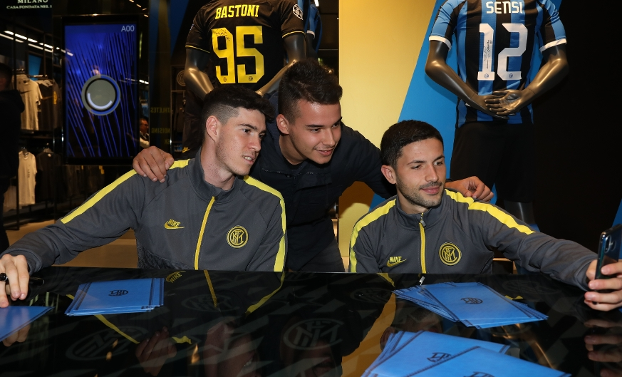 Bastoni e Sensi all'Inter Store Milano