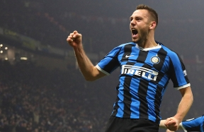 Stefan de Vrij acknowledged as the best defender during the 2019/20 Serie A campaign