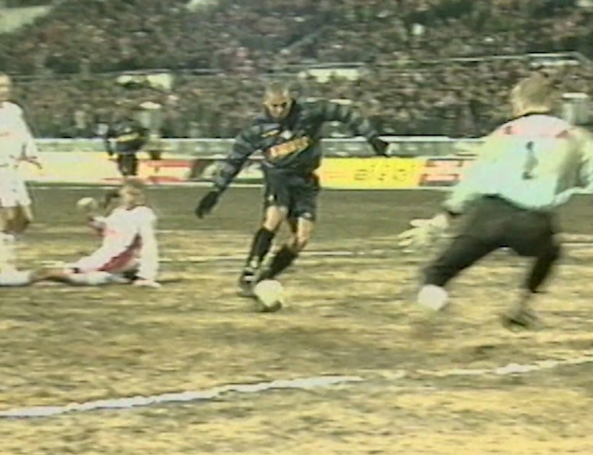 Ronaldo's dazzling run on Moscow's muddy pitch 22 years ago