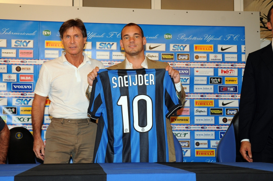 A Black and Blue bolt of lightening - the Podcast on Wesley Sneijder