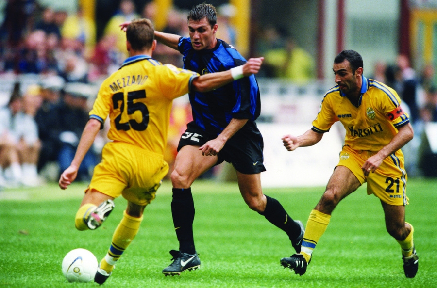 A hattrick on his debut: 21 ago, Vieri's show