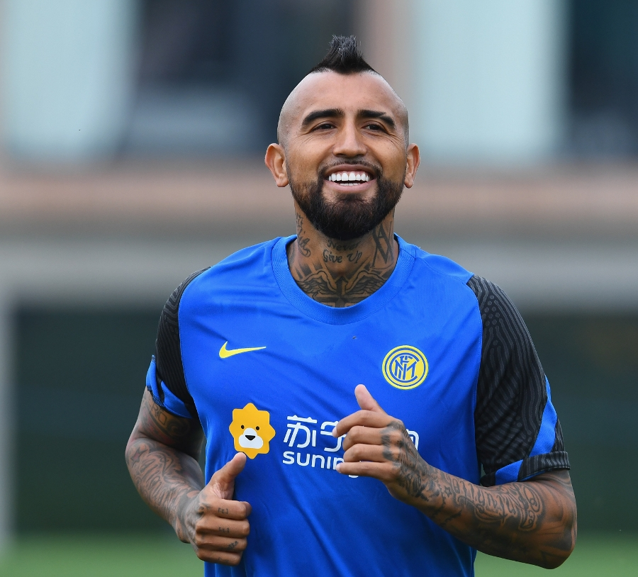 Arturo Vidal's first Inter training session | Video and photos