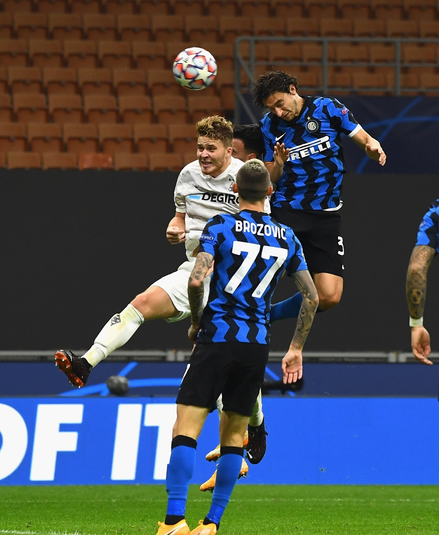 Lukaku scores a brace, Inter draw in first Champions League game this season