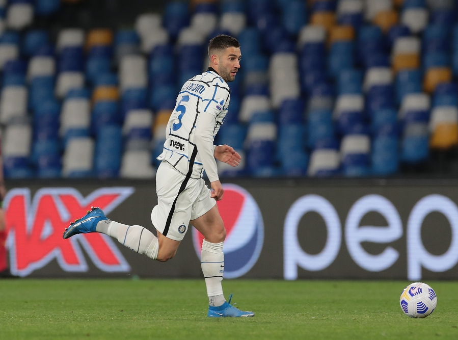 A spectacular Eriksen goal earns Inter a share of the spoils in Naples