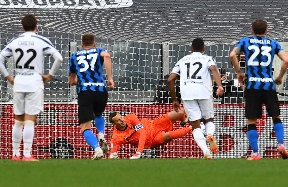 INTER STATS | Handanovic equals Zenga's Nerazzurri appearance record in Serie A