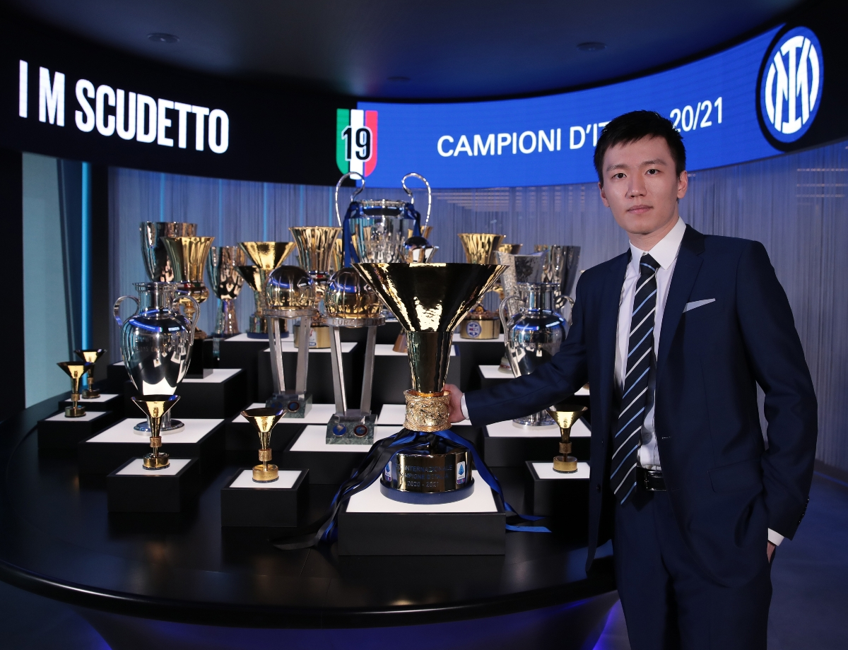 Steven Zhang with the Scudetto at Inter HQ